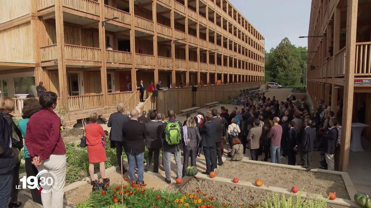 Genève inaugure un centre pour réfugiés de 370 places. [RTS]