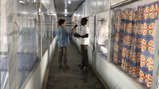 Dans le Centre de Traitement (CTE) de Béni, des traitements expérimentaux sont administrés aux patients ayant contracté Ebola. [Cédric Guigon - RTS]