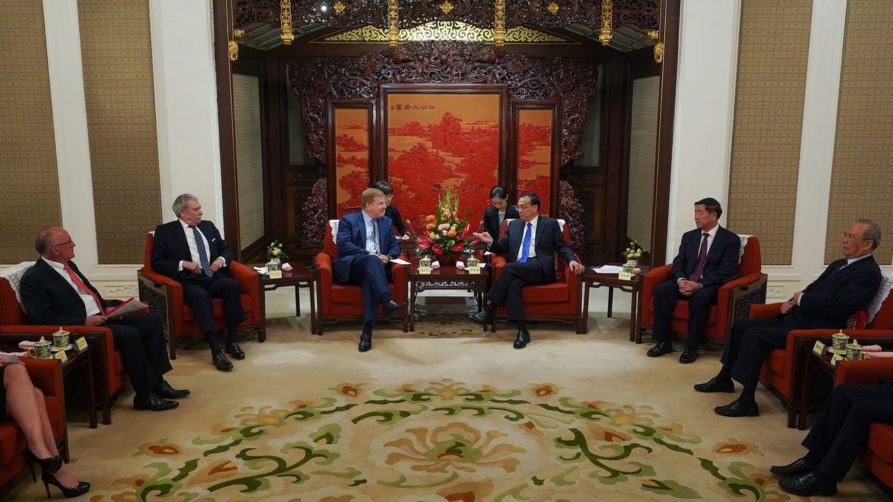 Des représentants américains et chinois lors de négociations à Pékin. [Andrea Verdelli/Pool - EPA/Keystone]