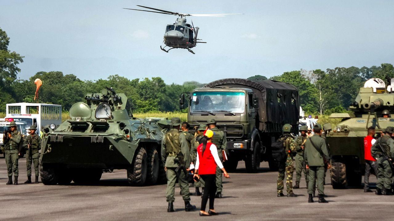 Des forces armées du Venezuela lors d'un exercice à la frontière colombienne. [Johnny Parra - EPA/Keystone]