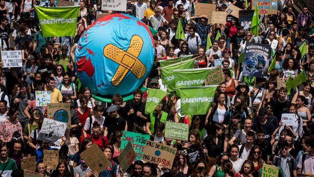 Des jeunes manifestent à Lyon le 24 mai 2019 à l'initiative de l'association Youth For Climate, avec Alternatiba, ANV COP 21 et Greenpeace. [Nicolas Liponne - NurPhoto]