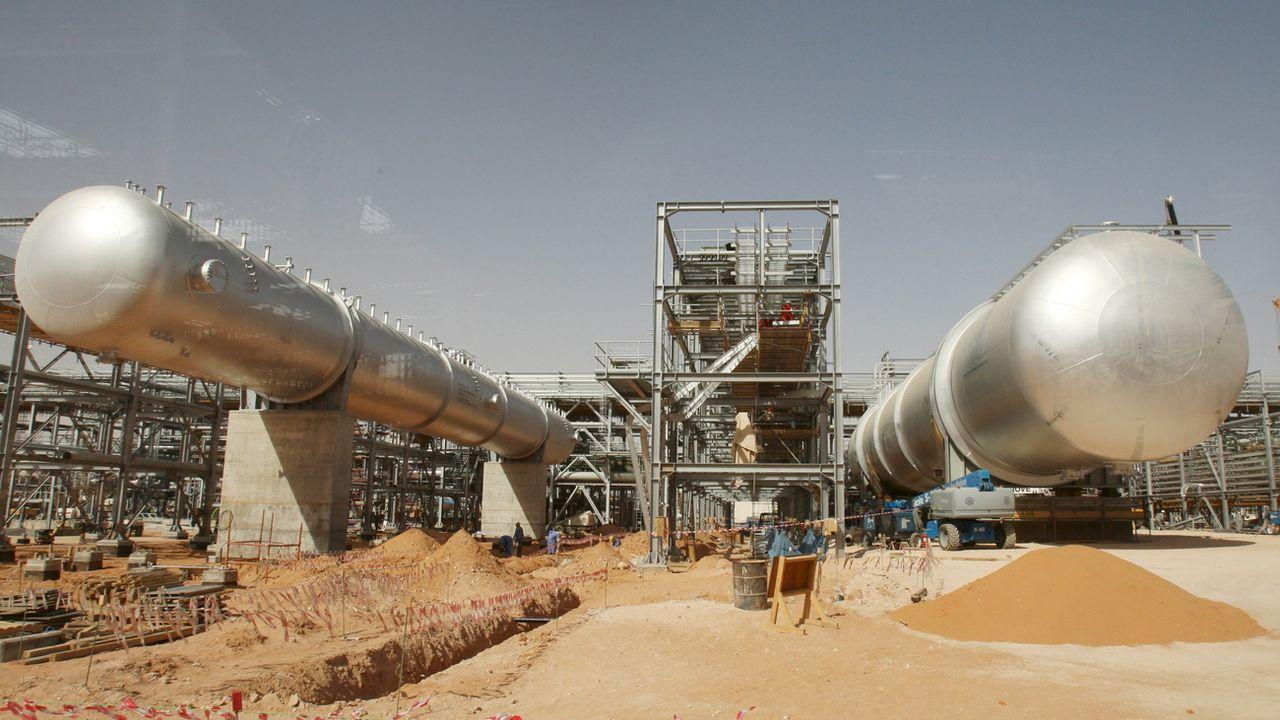 La raffinerie de Khurais, l'une des deux atteintes par les attaques de drones, est ici photographiée en 2008. [ALI HAIDER - EPA]