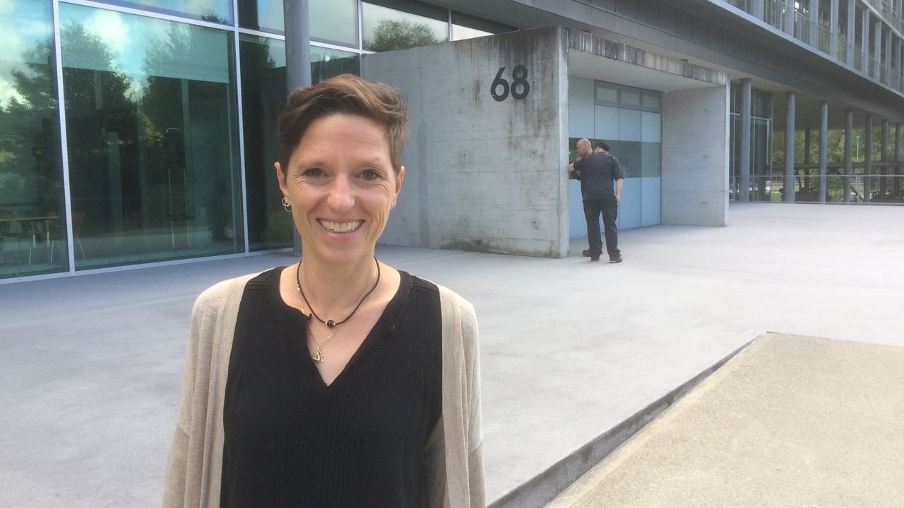 """Pour Sophie Hoehn, cheffe de section bruit routier à l'OFEV: """"il faut désormais aussi s'attaquer à nos comportements au volant."""" [D.Pradervand - RTS]"""
