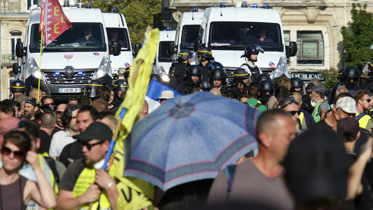 La police anti-émeutes lors de la manifestation des gilets jaunes à Nantes. [Jean-Christophe Verhaegen - AFP]
