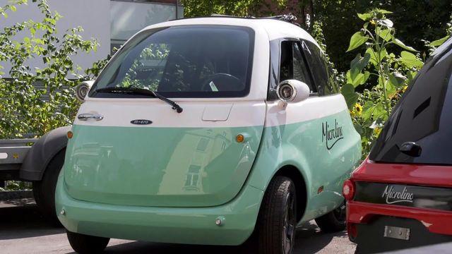 C'est la seule marque automobile suisse, Microlino, une toute petite voiture électrique conçue par un fabricant de trottinettes. [RTS]