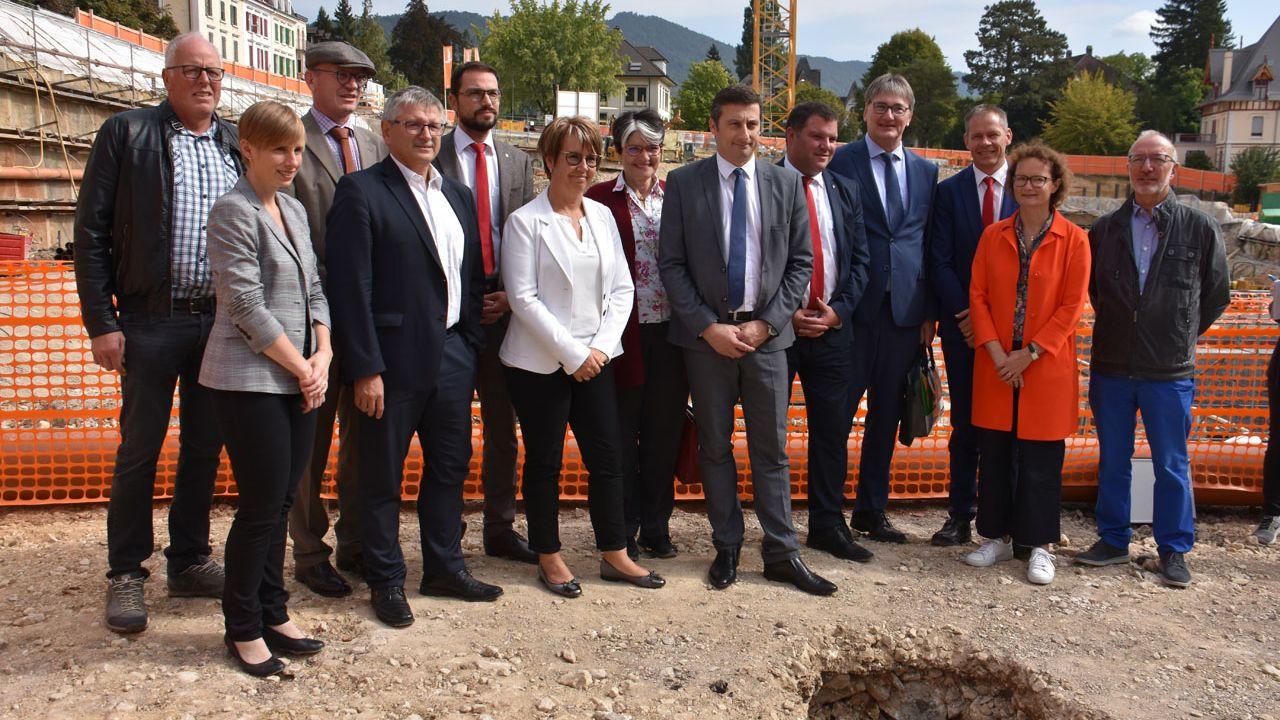 La première pierre du futur Théâtre du Jura a officiellement été posée.  [Gaël Klein - RTS]