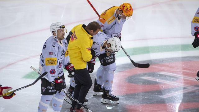 Sprunger a quitté la glace sur blessure mardi. [Marcel Bieri - Keystone]