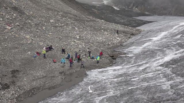 Durant un mois, 500 enfants de la région de Crans-Montana découvrent le glacier de la Plaine Morte [RTS]