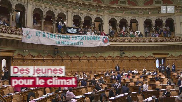 Des jeunes pour le climat interrompent les débats au National [RTS]