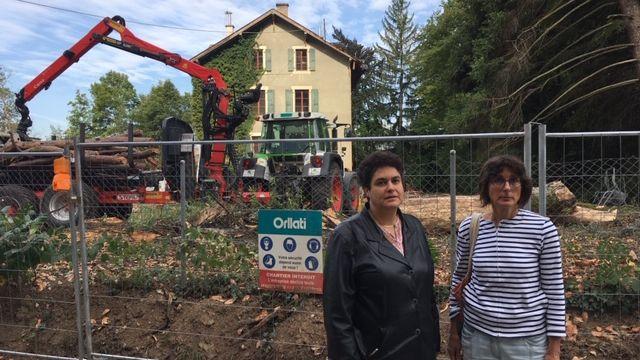 Brigitte Sion et Bernardette Bourdin Trunz dans la quartier des Allières à Genève.  [Lucile Solari  - RTS]