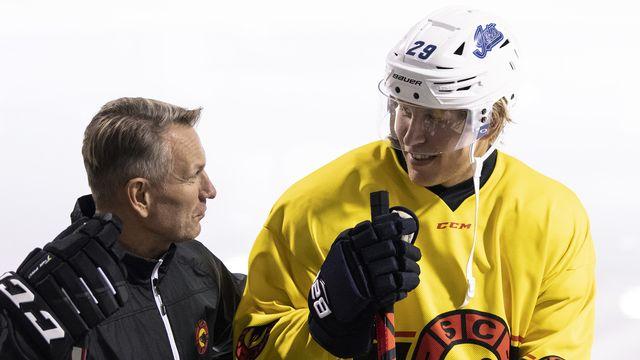 Deux hockeyeurs finlandais du NHL s'entraînent au sein de l'équipe de Berne [Peter Schneider - Keystone]