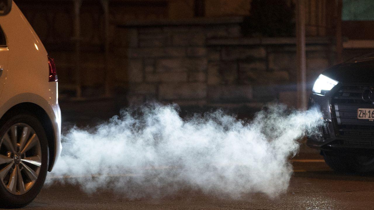 30% de nos émissions de gaz à effet de serre viennent des voitures de tourisme. [Gaetan Bally - Keystone]