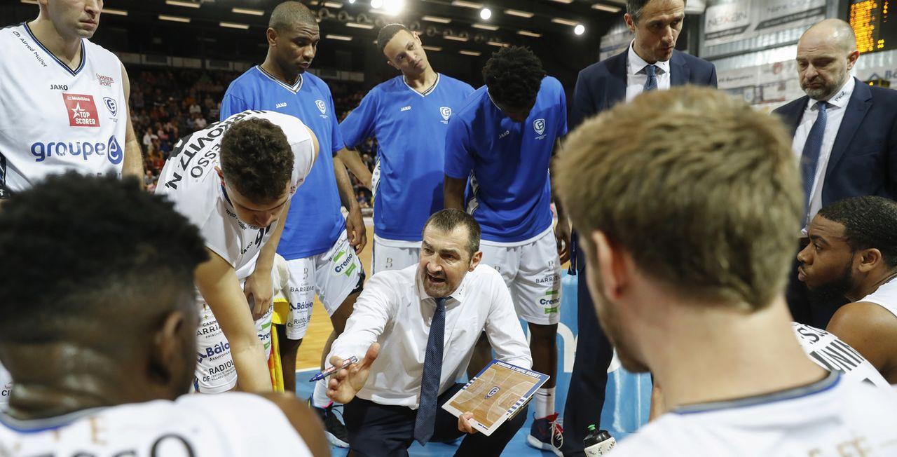 Petar Aleksic a distillé de bons conseils à ses joueurs pour qu'ils renversent les Slovaques. [KEYSTONE]