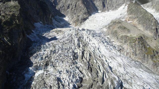 Un glacier du Mont-Blanc menace de s'effondrer côté italien. [Service de communication de Courmayeur - Keystone]