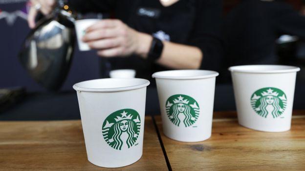 Économie : Starbucks arrive dans les foyers mais ferme des enseignes en Suisse |