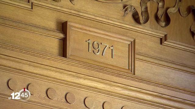 C'était un oubli de l'histoire: 1971, la date du droit de vote des femmes, figure désormais sur le fronton du conseil des Etats [RTS]