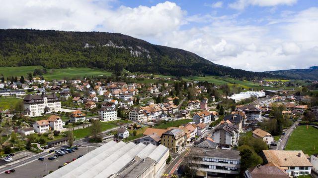 Une vue aérienne de Reconvilier, dans le Jura bernois. [Laurent Darbellay - Keystone]