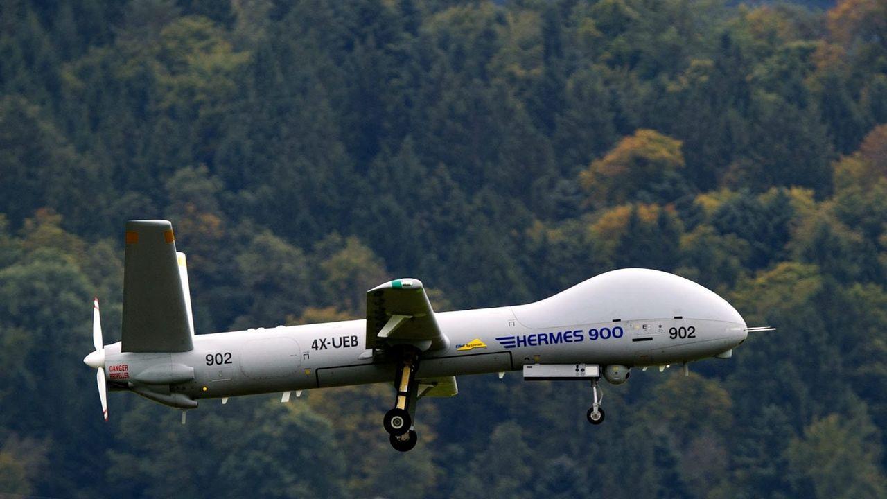 La Suisse a signé un contrat de production pour l'achat de six drones. [Sigi Tischler - Keystone ]