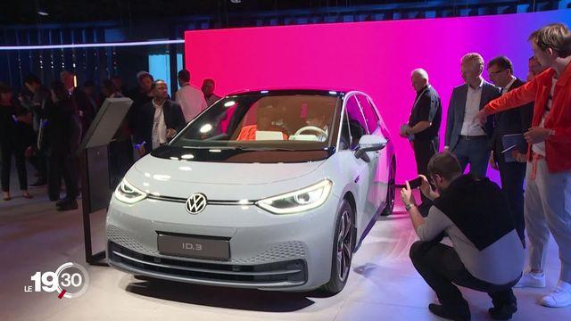 Tachée par la suie du Dieselgate, Volkswagen a fait depuis le pari de l'électrique. [RTS]
