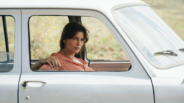 """L'actrice Laetitia Casta dans le film """"Le Milieu de l'horizon"""" de Delphine Lehericey. [Gjorgji Klincarov - Box Productions/Entre Chien et Loup]"""