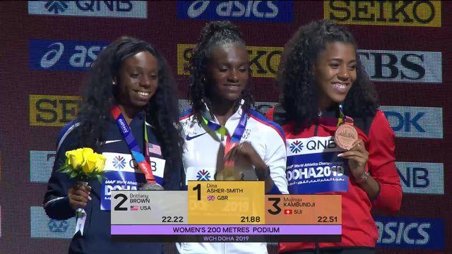 200m dames: Mujinga Kambundji (SUI) reçoit sa médaille de bronze [RTS]
