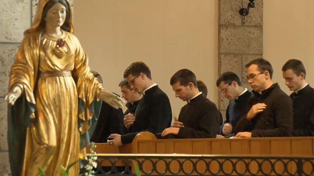 Les séminaristes d'Ecône en 2013. [RTS]