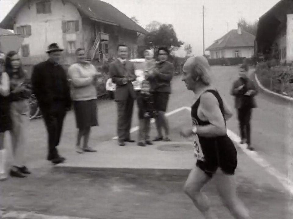 Portrait d'Adolf Fluckiger, fondateur de la course Morat-Fribourg. [RTS]