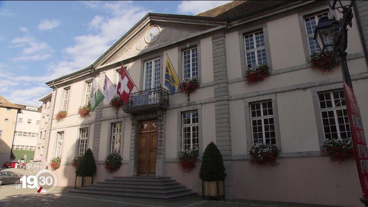 Le tribunal cantonal vaudois ordonne la réintégration de deux municipaux veveysans qui avaient été suspendus. [RTS]