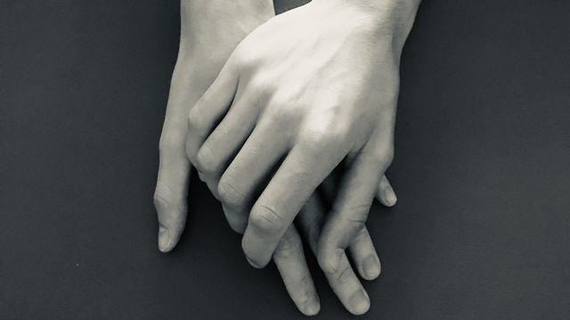Main dans la main. Lundi Véronique Marti RTS [Véronique Marti - RTS]