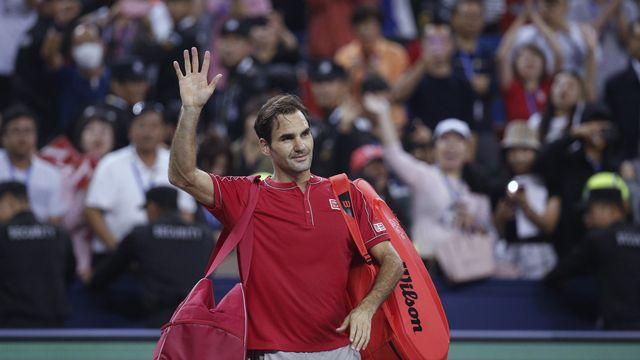 Federer salue son public. [Andy Wong - Keystone]
