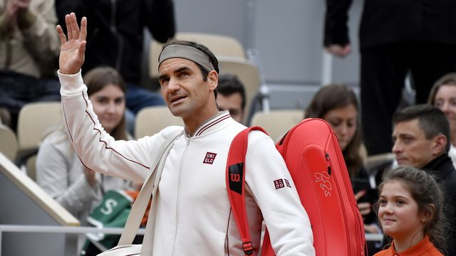 Roger Federer avait rendu les armes en demies face à Nadal en juin dernier. [Julien De Rosa - Keystone]