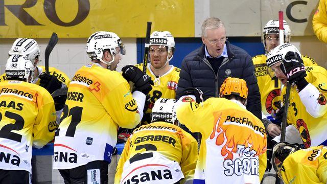 L'équipe de Berne et son entraîneur. [Juergen Staiger - Keystone]