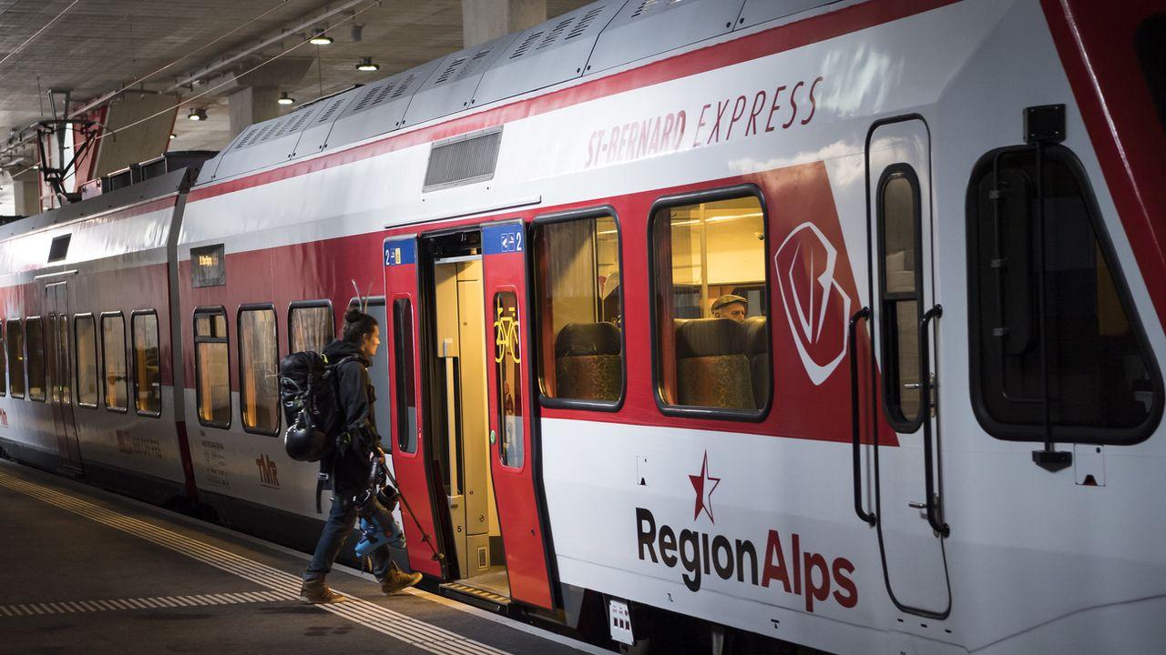 Le train reliera Cointrin à la nouvelle gare du Châble, inaugurée en janvier 2019. [Jean-Christophe Bott - Keystone]