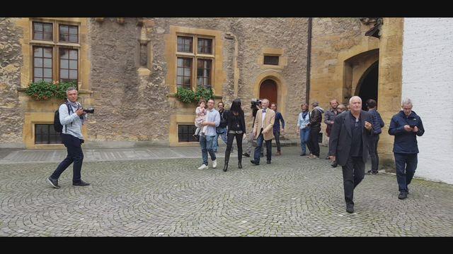 L'arrivée des Verts au Château de Neuchâtel [RTS]