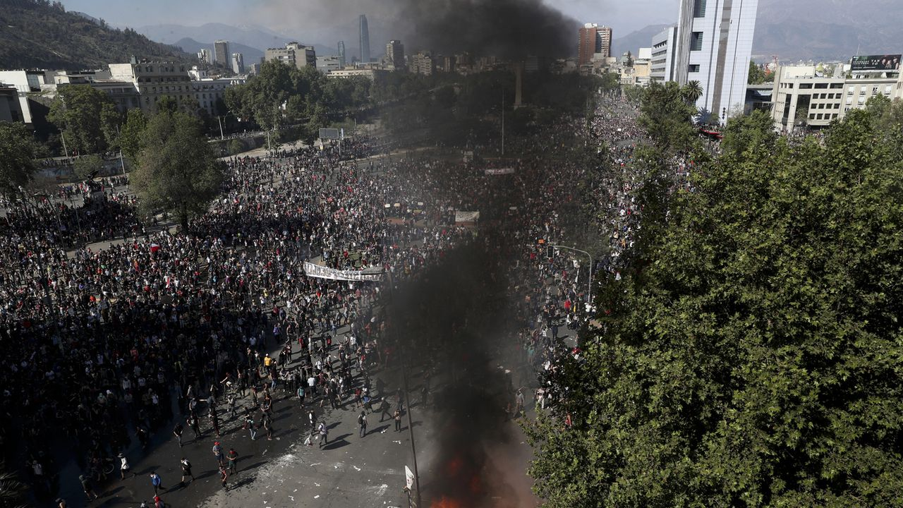 Violentes émeutes à Santiago, au Chili. [Esteban Felix - AP Photo/Keystone]