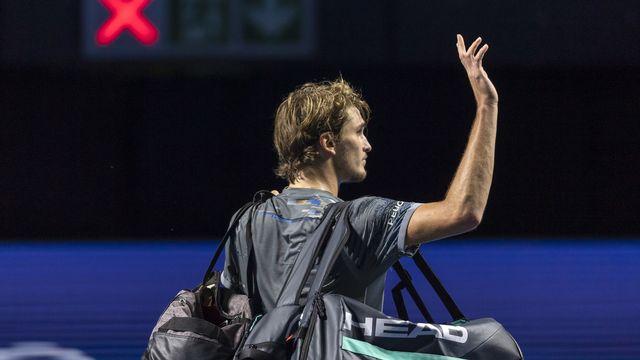 Alexander Zverev, déçu, salue le public avant de quitter le court. [Georgios Kefalas - Keystone]