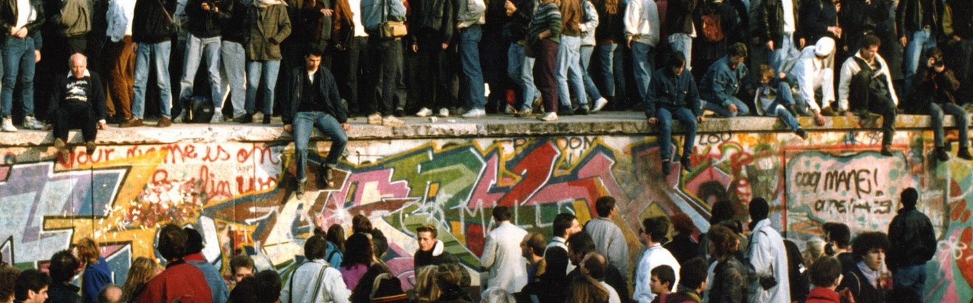 Berlin, devant la Porte de Brandebourg au moment de la chute du Mur [Keystone]