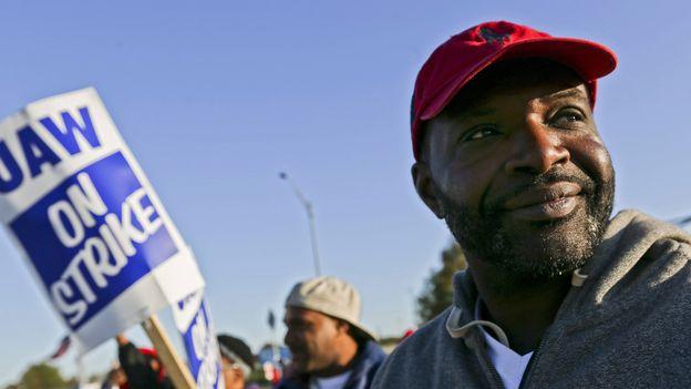 Économie : Un accord met fin à une grève de plus d'un mois chez General Motors |