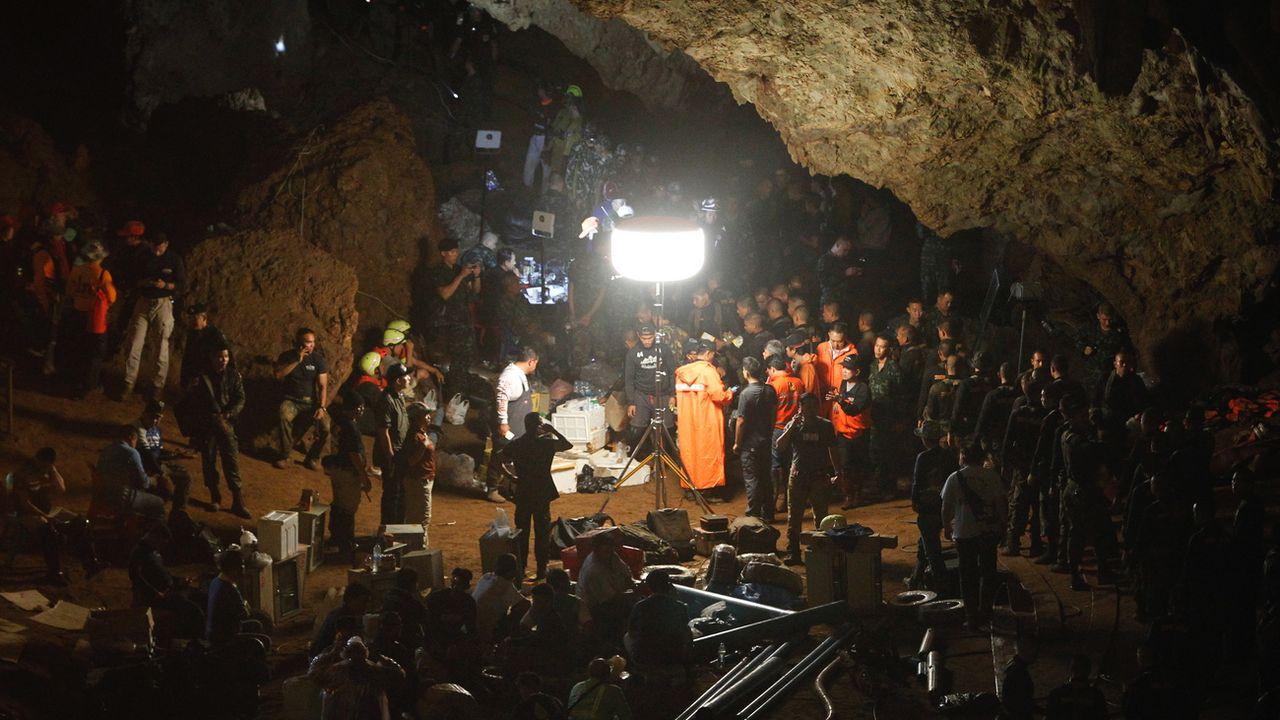 Mercredi 27 juin: conférence de presse dans une grotte en Thaïlande pour faire état des recherches sur les 12 enfants disparus dans une grotte. [EPA/Pongmanat Tasiri - Keystone]