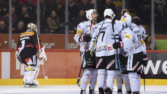 Viktor Stalberg est félicité par ses coéquipiers après avoir inscrit le 2-0. [Anthony Anex - Keystone]