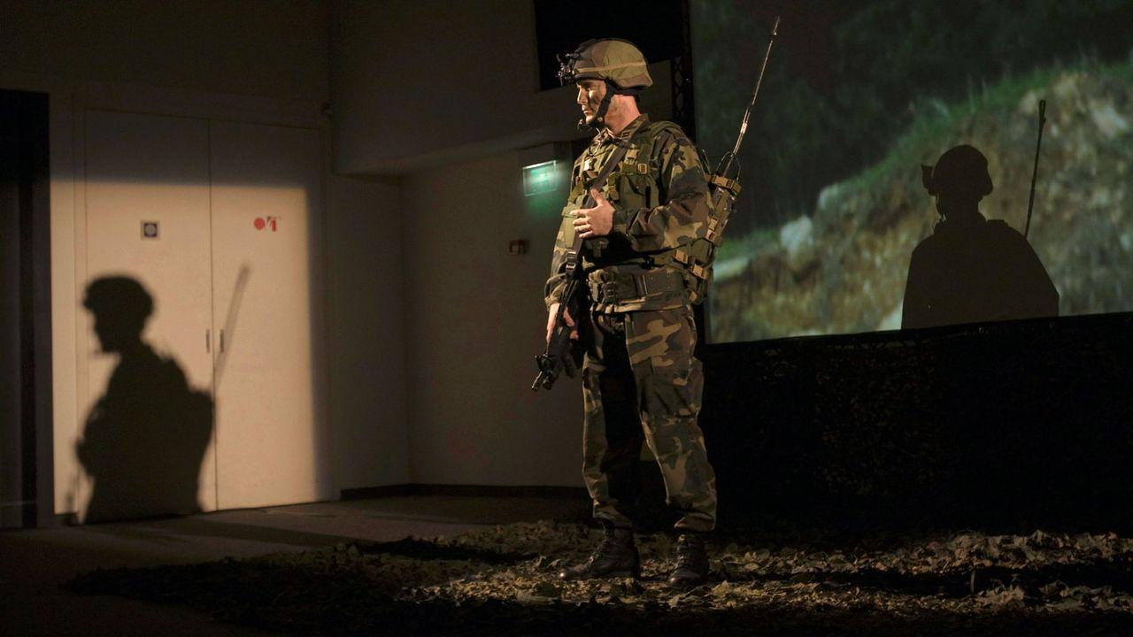 Soldat équipé d'un appareil de communication lors d'une présentation d'Elbit Systems à Tel Aviv en 2009. [Baz Ratner - Reuters]
