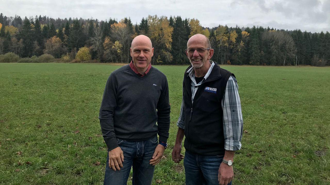 Didier Cuche et Claude Schönenberg sont contre le projet de 11 éoliennes aux Bugnenets-Savagnières. [Alain Arnaud - RTS]