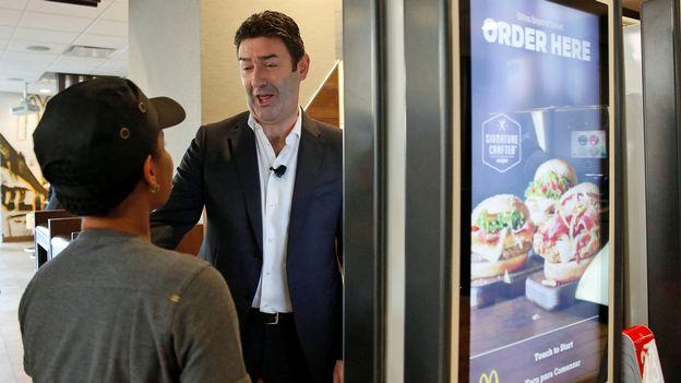 Économie : Le directeur de McDonald's remercié en raison d'une liaison prohibée  