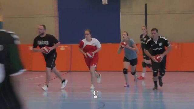 Le dodgeball, descendant direct de la balle au camp, en vogue aux Etats-Unis, prend de l'ampleur en Suisse [RTS]