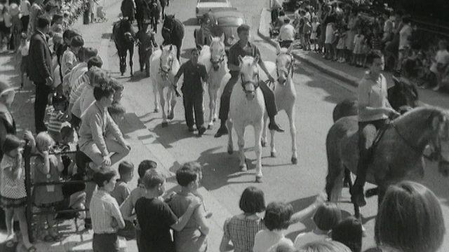 La parade du Knie à Delémont en 1965. [RTS]