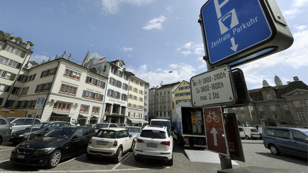 """Le """"Parkplatzkompromiss"""" était un peu la formule magique de la politique zurichoise. [Steffen Schmidt - Keystone]"""