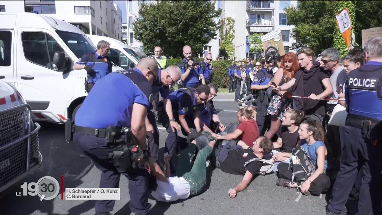 Ils bloquent des routes, des ponts ou encore occupent le Crédit suisse. les militants pour le climat font face à la justice [RTS]