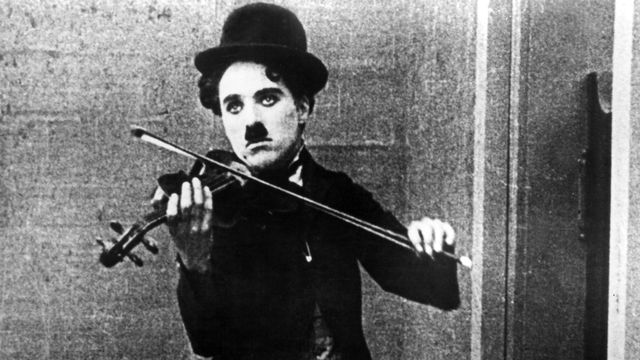 "Charlie Chaplin dans ""Le Vagabond"". [LONE STAR CORPORATION / COLLECTION CHRISTOPHEL - AFP]"