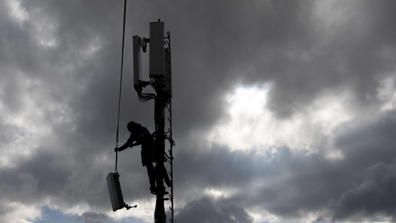 Il n'y aura pas de coup de frein à l'installation d'antennes 5G en Valais [Peter Klaunzer - Keystone]
