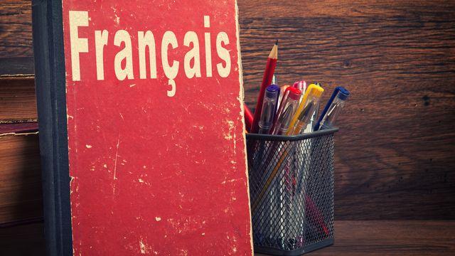 L'apprentissage du français en Suisse romande est pour certains migrants illettrés un parcours d'obstacles. [spaxiax - Depositphotos]